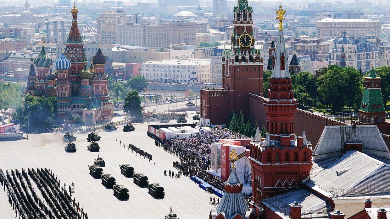 A-Kujilnij-na-parade-v-Moskve-2