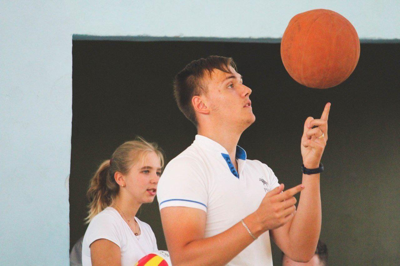 deputati-peredali-sportinventar-shkole-1