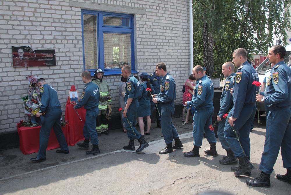 pamyatnaya-doska-oficeru-mchs-6