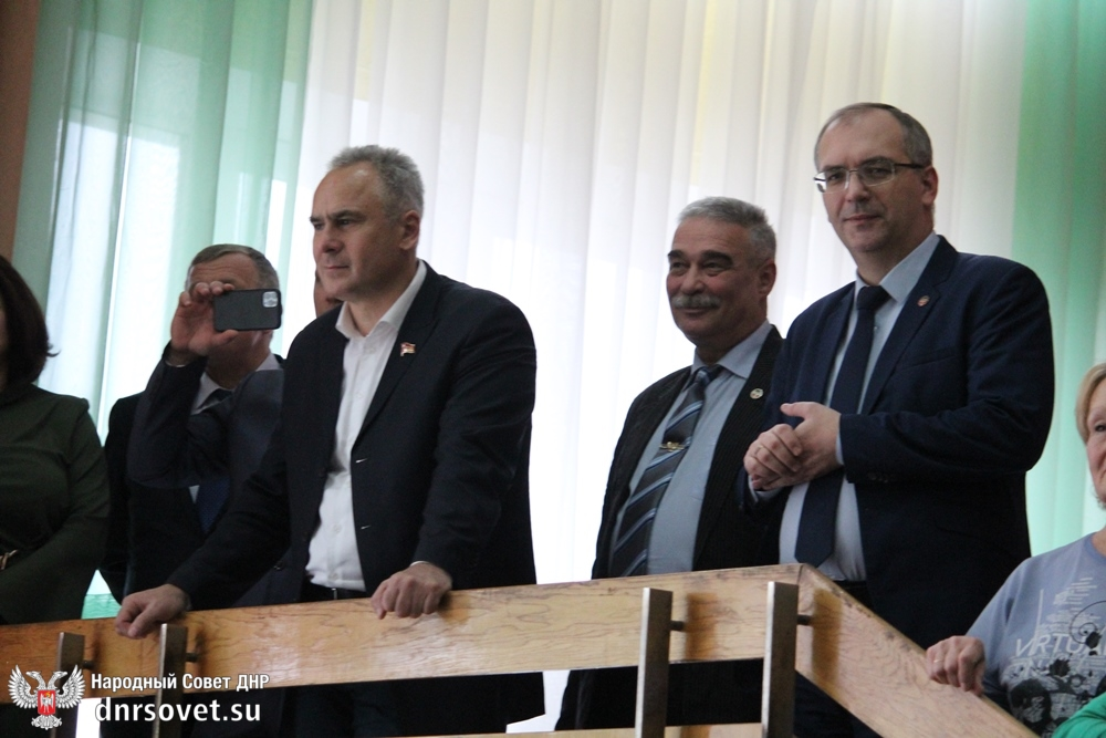 parlamentarii-rf-podarki-detyam-5