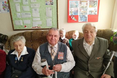 prazdnichnaya-vstrecha-jenschin-veteranov-2