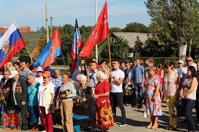 s-dnem-osvogdeniya-Donbassa-miting-6