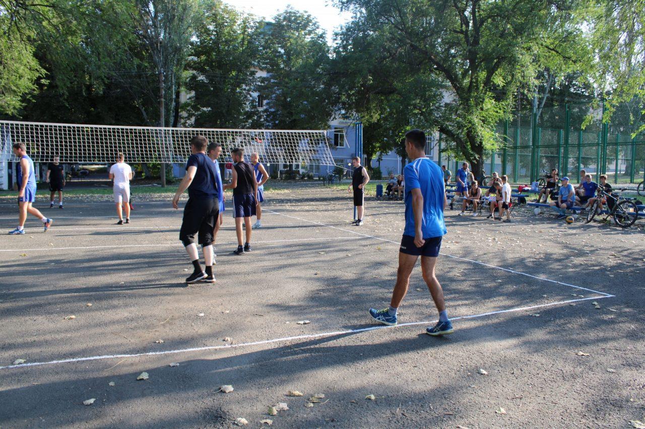 sorevnovaniya-po-volejbolu-15