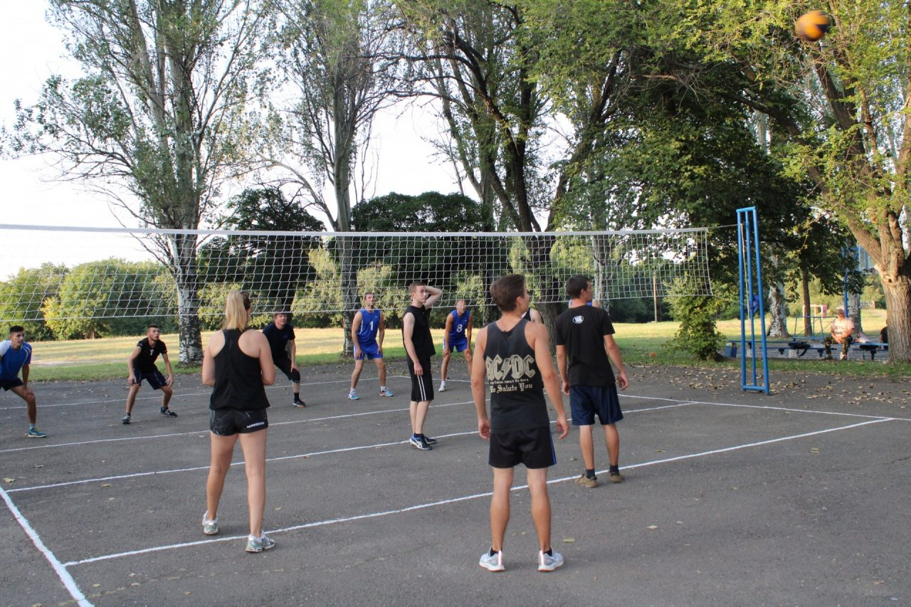 sorevnovaniya-po-volejbolu-37