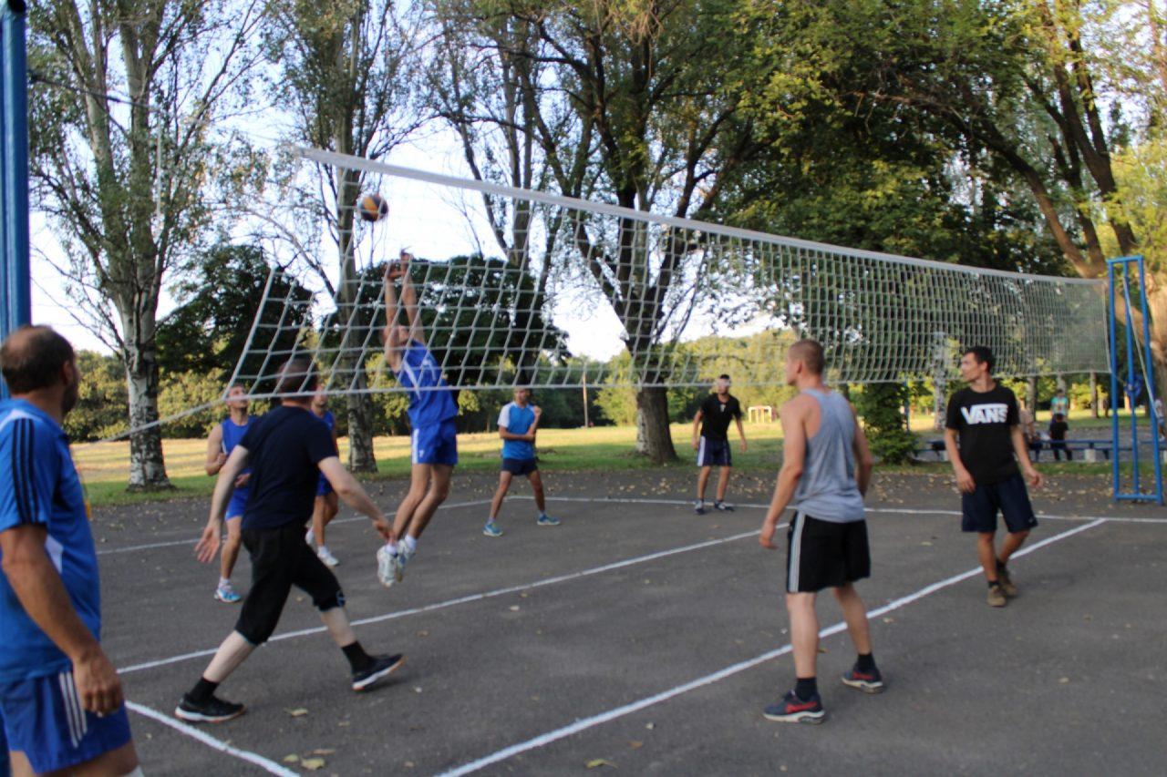 sorevnovaniya-po-volejbolu-39