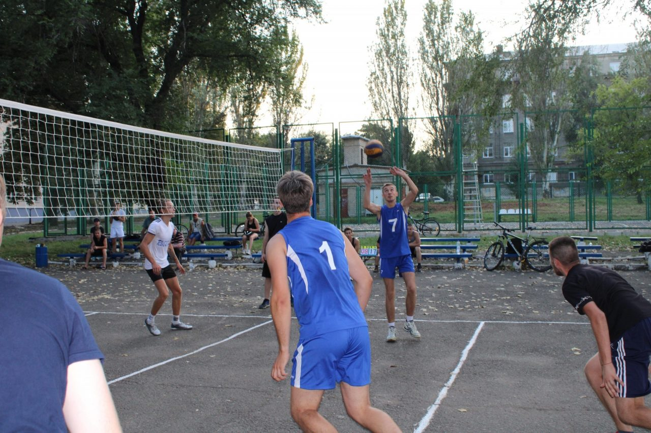 sorevnovaniya-po-volejbolu-49