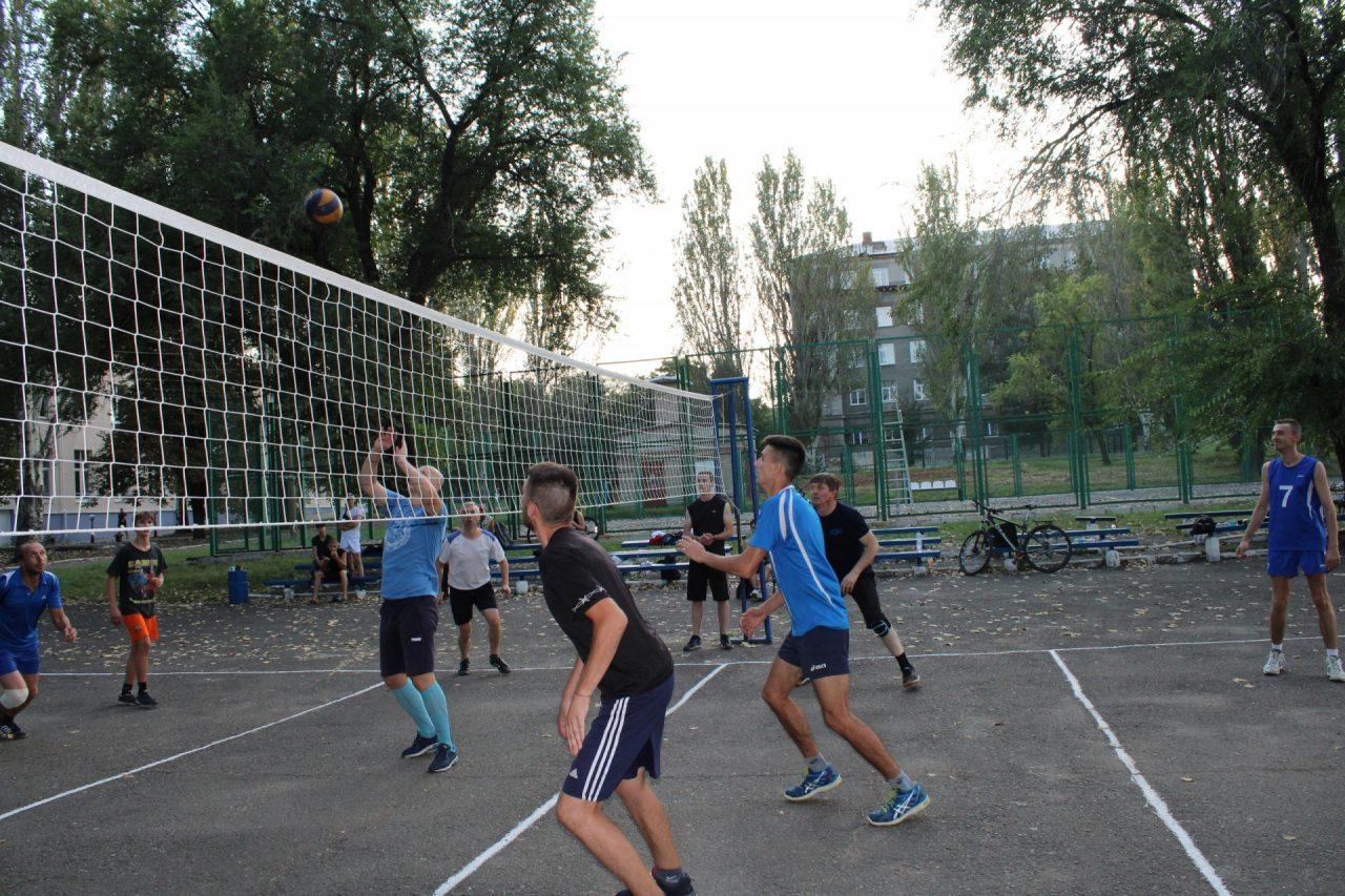 sorevnovaniya-po-volejbolu-51