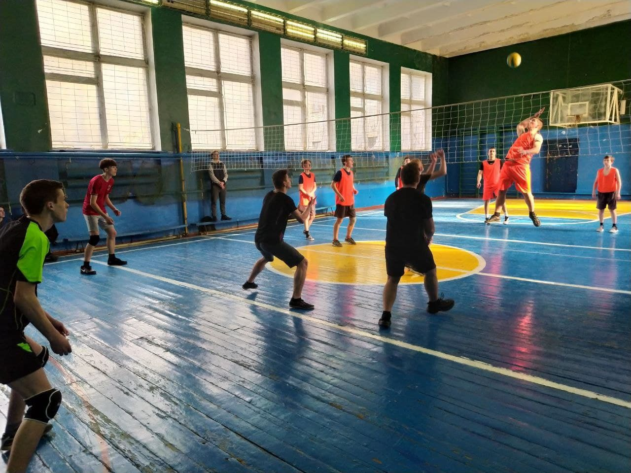 sorevnovaniya-po-volejbolu-6