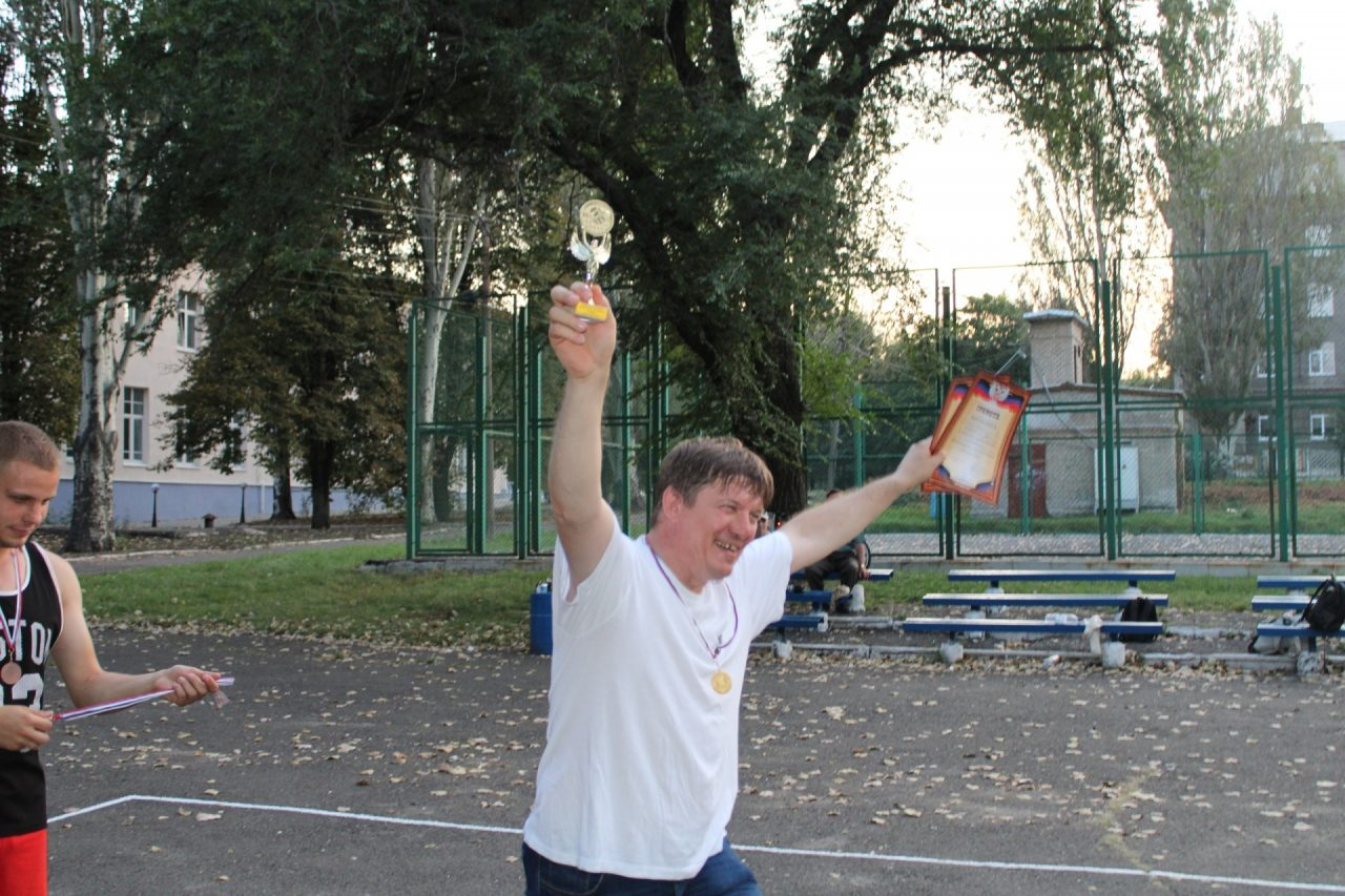 sorevnovaniya-po-volejbolu-63