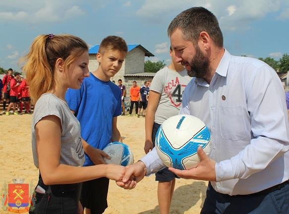 tyrnir-po-futbolu-sredi-dvorovix-komand-2