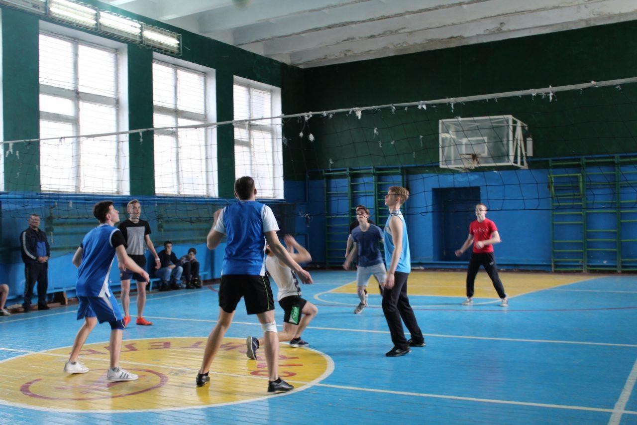 volejbol-yunoshi-10-11-klassi-10